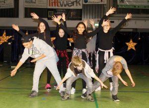 Begeisterten mit ihrer Show: die Little Streetdancers der 5b.
