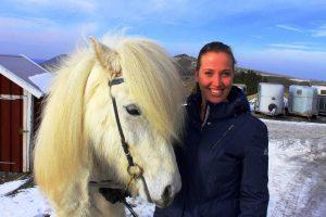 Hat sich mit ihrem Islandpferdehof am Friedrichstein einen Kindheitstraum erfüllt: Saskia Rüffert.