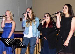 Dürfen bei keiner Feier der Elisabeth-Selbert-Schule fehlen: die Sängerinnen der Schulband.
